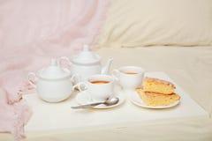 Torta del limón con té Imágenes de archivo libres de regalías