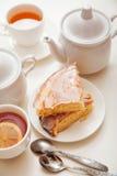 Torta del limón con té Imagen de archivo