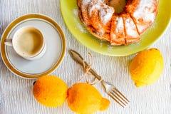 Torta del limón de Bundt Imagen de archivo libre de regalías