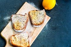 Torta del limón de Bundt Fotos de archivo libres de regalías