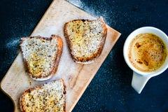 Torta del limón de Bundt y taza de café Imagen de archivo libre de regalías