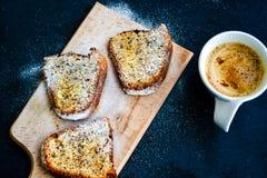Torta del limón de Bundt y taza de café Foto de archivo