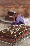 Torta del pan de jengibre con el chocolate y las avellanas Imagen de archivo