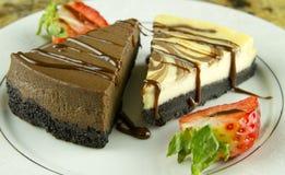 Torta del queso y de chocolate Imágenes de archivo libres de regalías