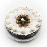 Torta del Ricotta y de chocolate adornada con los huevos de chocolate Fotos de archivo