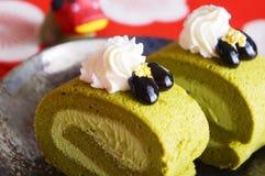 Torta del rollo del té verde, postre japonés Fotos de archivo