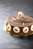 Torta del terciopelo con el café Macarons Fotografía de archivo libre de regalías