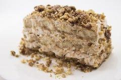 Torta del Tiramisu con las nueces caramelizadas fotografía de archivo libre de regalías
