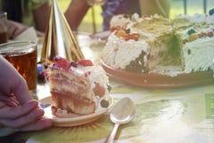 Torta del verano, adornada con las bayas imágenes de archivo libres de regalías