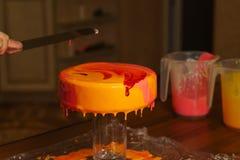 Torta del yogur de la crema batida cooking fotografía de archivo