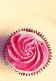 Torta deliciosa con crema rosada Imagen de archivo