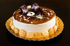 Torta deliciosa del tiramisu con las decoraciones dulces Foto de archivo libre de regalías