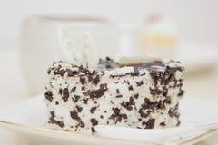 Torta deliciosa en la placa Fotos de archivo libres de regalías