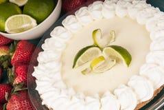 Torta deliziosa fresca della calce chiave Fotografie Stock