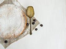 Torta della crema con la ciliegia Immagine Stock Libera da Diritti