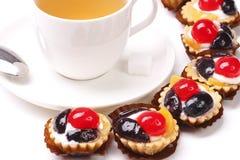 Torta della frutta e del Teacup con il biscotto Immagini Stock Libere da Diritti