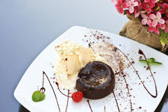 Torta della lava del cioccolato Fotografie Stock