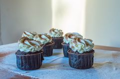 Torta della meringa con le fragole Fotografia Stock Libera da Diritti