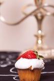 Torta della tazza con la fragola Fotografia Stock Libera da Diritti