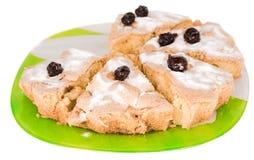Torta delle bacche della ciliegia del biscotto di Apple su un piatto verde Fotografia Stock Libera da Diritti