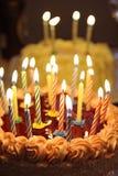 Torta di buon compleanno con poco cono Fotografie Stock Libere da Diritti