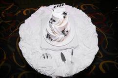 Torta di cerimonia nuziale bianca Immagini Stock