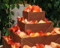 Torta di cerimonia nuziale a file del cioccolato Fotografia Stock