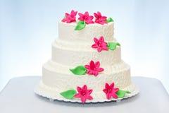 torta di cerimonia nuziale Tre-leggendaria immagini stock