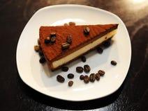 Torta di cioccolato con i chicchi di caffè Fotografia Stock