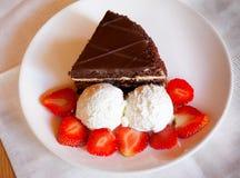 Torta di cioccolato con il gelato Immagine Stock