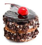 Torta di cioccolato con la ciliegia sulla parte superiore Immagine Stock Libera da Diritti