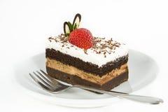 Torta di cioccolato con la fragola sulla parte superiore Fotografie Stock