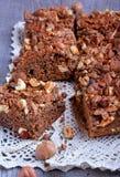 Torta di cioccolato con le noci Fotografia Stock