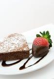 Torta di cioccolato a forma di del cuore Fotografie Stock Libere da Diritti