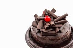 Torta di cioccolato isolata su priorità bassa bianca Immagini Stock