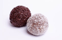 Torta di cioccolato su priorità bassa bianca Immagini Stock Libere da Diritti