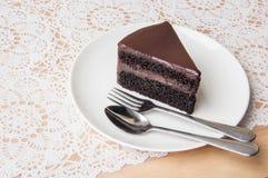 Torta di cioccolato sulla tabella Immagine Stock