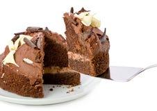 Torta di cioccolato sulla zolla su bianco Fotografia Stock