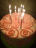 Torta di compleanno con i turbinii fotografia stock libera da diritti