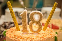 Torta di compleanno con il numero 18 Fotografie Stock Libere da Diritti