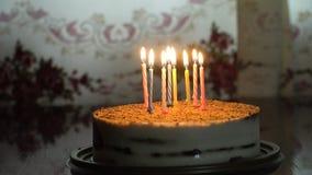 Torta di compleanno con la candela fotografia stock