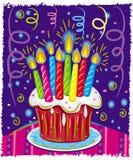Torta di compleanno con le candele. Fotografia Stock