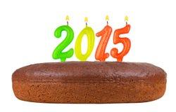 Torta di compleanno con le candele numero 2015 isolata Fotografie Stock Libere da Diritti
