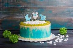 Torta di compleanno del neonato con il pan di zenzero e l'uva Fotografia Stock Libera da Diritti