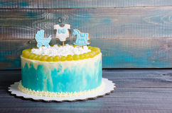 Torta di compleanno del neonato con il pan di zenzero e l'uva Immagine Stock Libera da Diritti