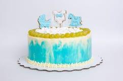 Torta di compleanno del neonato con il pan di zenzero e l'uva Fotografie Stock