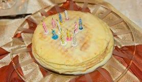Torta di compleanno di Homemmade Alimento della torta fotografie stock