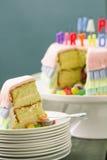 Torta di compleanno di Pinata Fotografia Stock Libera da Diritti