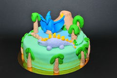 Torta di compleanno di tema dei dinosauri Immagini Stock