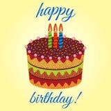 Torta di compleanno dolce con tre candele brucianti Dessert variopinto di festa Immagini Stock Libere da Diritti